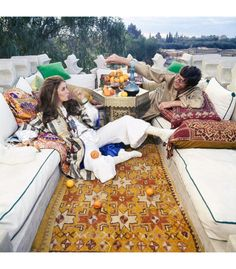 Paul & Talitha Getty pose in the roof terrace of their Marrakech home. Get premium, high resolution news photos at Getty Images Boho Chic Interior, Bohemian Bedroom Design, Interior Design, Bohemian Chic Fashion, Vintage Fashion, Bohemian Style, Vintage Style, Marrakech, Talitha Getty