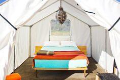 Además hay una zona en la que puedes instalar tu propia tienda de acampar.