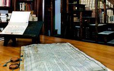 Εγγραφα της Ιεράς Εξετάσεως διακρίνονται στο Αρχείο του Βατικανού. Στο μυθιστόρημα «Confiteor», ο Ζάουμε Καμπρέ επικεντρώνεται στην απόλυτη ταύτιση δυο ιστορικών προσωπικοτήτων, του φοβερού και τρομερού ιεροεξεταστή Νικολάου Εϊμερικ που έζησε τον 14ο αιώνα και του εωσφορικού Ρούντολφ Ες, διοικητή του στρατοπέδου του Αουσβιτς. Books To Read, Reading, Decor, Decoration, Reading Books, Decorating, Deco, Reading Lists