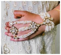 Stunning Non-Floral Haathphool Designs For The Millennium Bride! - Stunning Non-Floral Haathphool Designs For The Millennium Bride! Indian Wedding Jewelry, Indian Jewelry, Bridal Jewelry, Bridal Jewellery Collections, Indian Bridal, Bridal Accessories, Antique Jewellery Designs, Antique Jewelry, Jewelry Design