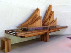 Mazille (Maçon, Francia), Carmelo della Pace, organo Bartolomeo Formentelli (anno 2000), disegno dell'Architetto Lorenzo Piqueras, noce e cipresso.