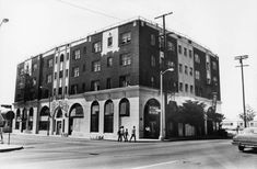 The Dunbar Hotel in 1987. It was called the Hotel Somerville when it opened in 1928.(Herald-Examiner Photo Collection) Rudy Ray Moore, Jelly Roll Morton, First Class Hotel, Hattie Mcdaniel, Apollo Theater, Thelonious Monk, Kareem Abdul Jabbar, Duke Ellington, Billie Holiday
