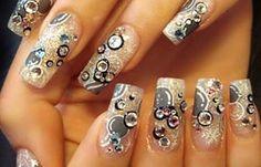 Diseños de uñas con piedras de cristal, diseño de uñas con piedras. Clic Follow,  #uñasdecoradas #instanails #uñasdiscretas
