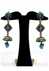 Steal the lime light with this blue 3 inches earring designed with meenakari and beads.