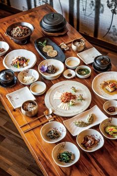 Korean Table Layout - Food Plating from different cultures. Korean Dishes, Korean Food, Spicy Recipes, Asian Recipes, K Food, Food Presentation, Food Design, Food Plating, Food Dishes