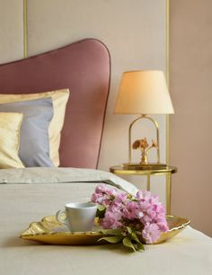 Alege un pat BoxSpring Premium AmiWhite . Bedroom Inspo, Floor Chair, Flooring, Interior Design, Beds, Furniture, Home Decor, Nest Design, Decoration Home