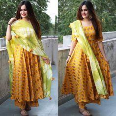 Punjabi Fashion, Indian Fashion, Pakistani Outfits, Indian Outfits, Indian Attire, Indian Wear, Kurta Designs, Blouse Designs, Latest Suit Design