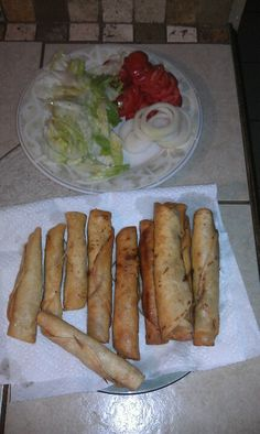 Left over chicken???  Roll in warm tortillas,stick a tooth pick them fry or back.... Flautas..;) easy n fast