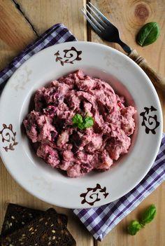 VeganSandra - tasty, cheap and easy vegan recipes by Sandra Vungi: Baked beet and potato salad with beans and creamy peanut sauce