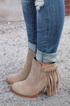 69b71baea82 Beige fringed booties with blue jeans. Fringe Boots Outfit