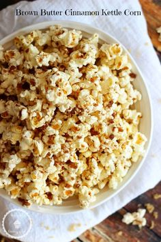 Brown Butter Cinnamon Kettle Corn popcorn is a totally unique snack, combining sweet and salty flavors with brown butter, cinnamon, and sea salt! Popcorn Recipes, Snack Recipes, Dessert Recipes, Cooking Recipes, Candy Recipes, Flavored Popcorn, Brown Butter, Brown Sugar, Rice Krispie Treats