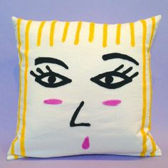 the selfie pillow - more art inspiration at jojotastic.com