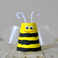 I feel the same way about foam cups as I do about paper plates. You can pretty much make any kind of animal you can think of out of them. Our collection of foam cup crafts keeps growing and our latest is this super cute foam cup bee craft. It makes a perfect kids craft …