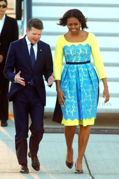 We've gathered our favorite ideas for Michelle Obamas Ladylike London Style Pret A Reporter, Explore our list of popular images of Michelle Obamas Ladylike London Style Pret A Reporter in michelle obama fashion. African Attire, African Wear, African Dress, London Stil, Michelle Obama Fashion, African Traditional Dresses, Latest African Fashion Dresses, African Lace, Celebrity Dresses