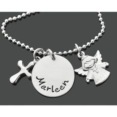 Eine besondere Taufkette aus 925 Sterling Silber mit Namen. An der Kette hängt ein wunderschöner Engel Anhänger.