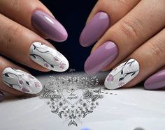 A lovely flower design on white nails combined with purple nails.