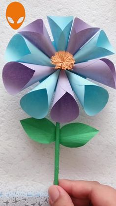 Mothers Day Crafts For Kids Discover Amazing Paper Crafts ! Paper Flowers Craft, Paper Crafts Origami, Paper Crafts For Kids, Flower Crafts, Fun Crafts, Amazing Crafts, Origami Flowers, Diy Flowers, Diy Paper