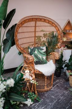 wedding lounges - photo by Katt Willson http://ruffledblog.com/stylish-tropical-wedding-inspiration-in-the-pacific-northwest