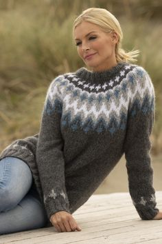 1922-4 takk genser grå Fair Isle Knitting, Hand Knitting, Knitting Patterns, Hand Knitted Sweaters, Cozy Sweaters, Crochet Jacket, Knit Crochet, Baby Coloring Pages, Norwegian Knitting