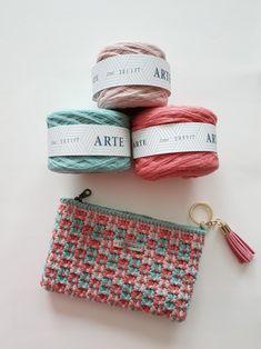 설류님의 <샤넬체크무늬파우치> : 네이버 블로그 Crochet Clutch Bags, Free Crochet Bag, Diy Crochet And Knitting, Crochet Pouch, Crochet Shoes, Crochet Woman, Crochet Handbags, Crochet Purses, Crochet Crafts