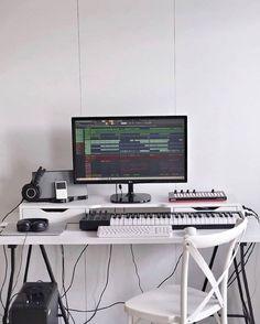 Music Studio Room, Studio Desk, Studio Setup, Home Studio, Home Recording Studio Equipment, Dj Music Video, Arduino, Home Music, Art Studios