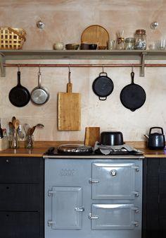 An Artists Retreat by the Sea - The deVOL Journal - deVOL Kitchens Aga Kitchen, Unfitted Kitchen, Wooden Kitchen, Kitchen Shelves, Kitchen Cabinets, Studio Kitchen, Kitchen Backsplash, Devol Kitchens, Home Kitchens