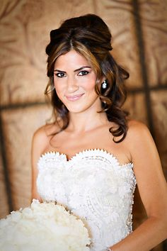 Michelle this looks like your cousin Rebeca. Wedding Hairstyles Half Up Half Down, Wedding Hairstyles For Long Hair, Wedding Hair And Makeup, Wedding Beauty, Down Hairstyles, Pretty Hairstyles, Girl Hairstyles, Hair Makeup, Bridesmaid Hairstyles