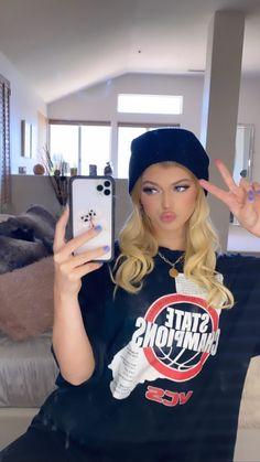 Loren Gray Snapchat, Gray Instagram, Prity Girl, Famous Girls, Lady And Gentlemen, Celebs, Celebrities, Curly Hair Styles, Cute Outfits
