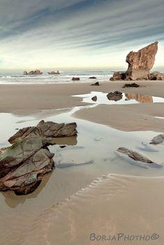 Playa de Aguilar (Aguilar Beach), Muros de Nalón, Asturias, Spain.