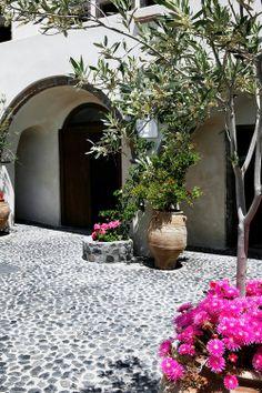Love the rock paving Garden Pool, Garden Landscaping, Outside Living, Outdoor Living, European Style Homes, Mediterranean Garden, Beautiful Space, Garden Planning, Garden Inspiration