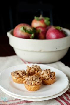 14. Mini Apple Pies #muffins #recipes #healthy http://greatist.com/eat/portable-muffin-tin-recipes