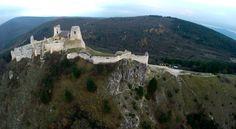 Tajomný a legendárny Cachtický hrad, ktorý je opradený povesťami i známej krvavej grofky - Alžbety Báthoryovej