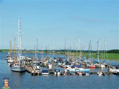 #Yachthafen im Fischerdorf #Greetsiel #DiemitdemLeuchtturm www.greetsiel.de CC BY-NC 3.0 DE