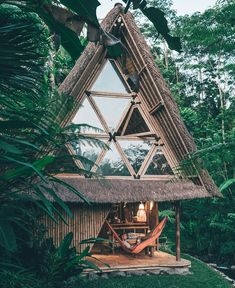Eco Bamboo Home,Ubud,Bali  Like dan Komen ya  Photo by @doyoutravel Thanks for sharing ;) Just tag us and use hastag #lingkarindonesia…