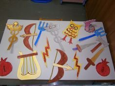 Τα συμβολα των θεων Kindergarten Crafts, Preschool Activities, Greek Myths For Kids, Greek Crafts, Elf Christmas Decorations, Greece Art, Greek Language, School Play, Arts And Crafts Projects