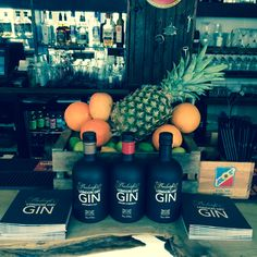 Burleighs gin looking all fruity at the gin masterclass London Dry, Beverages, Drinks, Scotch Whisky, Coffee Bottle, Master Class, Craft Beer, Spirit, Drinking