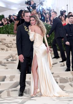 It Should Be a Sin For Gisele Bündchen and Tom Brady to Look This Good at the Met Gala Tom Brady And Gisele, Gisele Bundchen Tom Brady, Famous Couples, Fall Fashion Outfits, Celebrity Couples, Boho Wedding Dress, Hollywood, Mannequin, Cute Couples