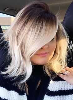 Seriously searching for more interesting shades of latest hair colors in 2021? If yes then go through from these amazing blonde hair colors contrasts and highlights. This awesome hair color is one of the best options for short to medium hair cut styles for women nowadays. Medium Short Hair, Short Wavy Hair, Medium Hair Cuts, Medium Hair Styles, Long Hair Styles, Latest Short Haircuts, Short Haircut Styles, Latest Hair Color, Cool Hair Color