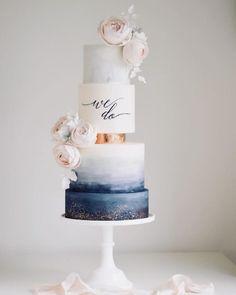 Die Hochzeitstorte Trends die 2019 definieren Wedding cakes The wedding cake trends that define 2019 Wedding Cake Centerpieces, Fresh Flower Cake, Black Wedding Cakes, Wedding Sweets, Cake Trends, Wedding Cake Inspiration, Wedding Cake Designs, Wedding Trends, Wedding Planning
