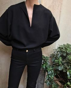 @evatornado total black outfit - shirt and jeans - minimal style