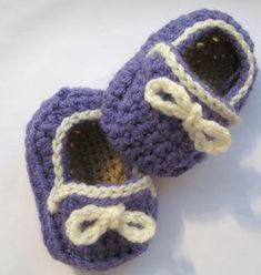 Free Pattern on how to crochet this cute baby slippons