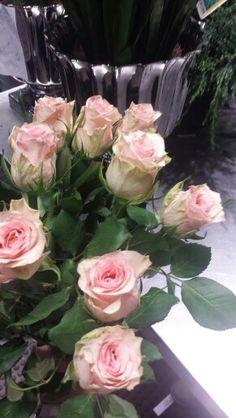 Lærte åssen man skal lage en rose bukett, øvelse gjør mester ☺