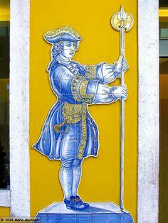 Mário Marzagão alfacinha: Lisboa sem azulejos era mais feia Tile Art, Mosaic Tiles, Plastic Art, Blue Pottery, Portuguese Tiles, Blue Tiles, My Heritage, Floral Motif, Vintage Prints