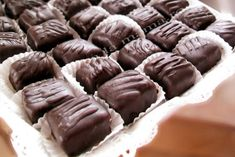 Ciocolata de casa Bounty Favorite Recipes, Sweets, Candy, Meals, Cookies, Desserts, Meal Ideas, Corner, Chocolate Easter Eggs
