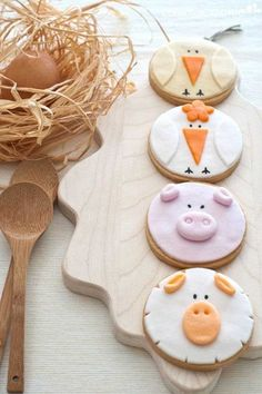 <p>Dozen Farm Animal Sugar Cookies are beautiful baby shower favors, or wonderful for kids bithdays, baptisms or party event. Each cookie measure app