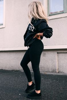 Fashion Beauty, Girl Fashion, Fashion Looks, Womens Fashion, Comfy Legging Outfits, Chic Outfits, Fashion Outfits, Formal Chic, Look Jean