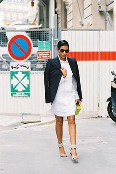 white shirtdress spring trend Princess Deena Al-Juhani Abdulaziz black blazer neutral sandals Paris street style photo by Vanessa Jackman Fashion Tag, Look Fashion, Couture Fashion, Paris Fashion, Fashion Trends, Maxi Cardigan, Deena Aljuhani Abdulaziz, Summer Business Casual Outfits, How To Wear Shirt