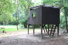 Building your little one a playhouse in the backyard will surely make them happy. However, you'll want it to be safe as well as beautiful. There are a few things you should know before you build a playhouse for kids. Outside Playhouse, Backyard Playhouse, Build A Playhouse, Modern Playhouse, Roof Cleaning, Outdoor Sheds, Modern Kids, Play Houses, Cubby Houses