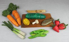 wooden play food tutorial   http://www.duofiberworks.com/journal/2011/6/23/new-tutorial-series-carving-play-food.html