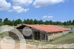 Tradicional hut. More information to plan your trip to #cañon_del_rio_lobos in www.qnatur.com